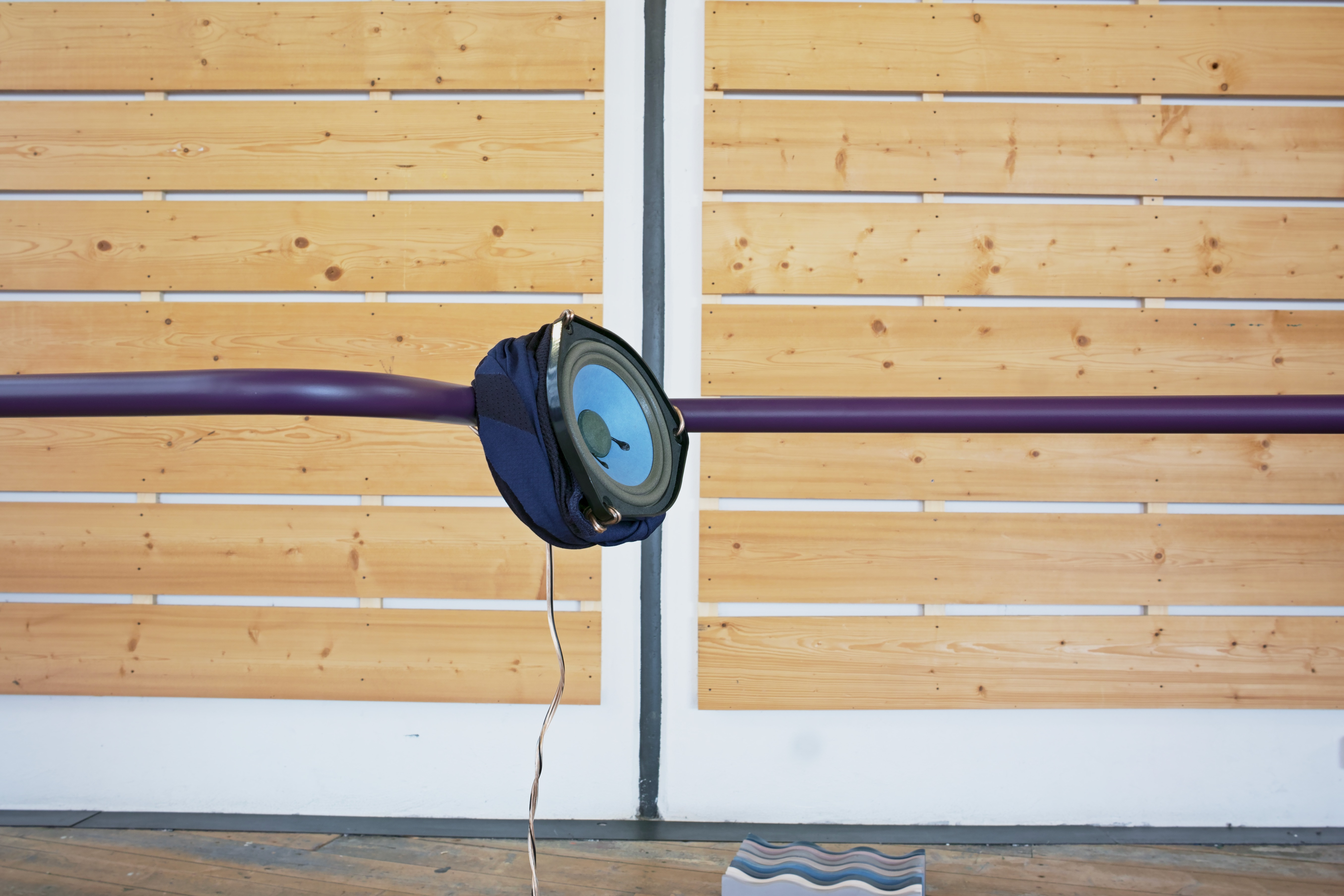 speaker, powder-coated bent metal structures, audio cable, Polyester fabric